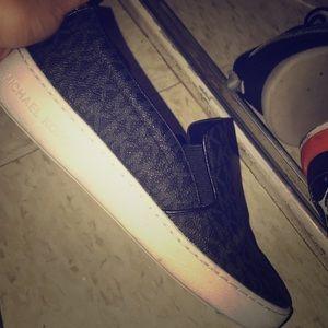 Selling Mk shoes size 7 women